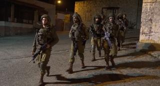 """כוחות צה""""ל עורכים מצוד אחר המחבל • צפו"""