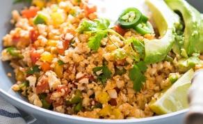 """אורז כרובית עם ירקות בסגנון מקסיקני - תוספת """"אורז"""" וירקות שתלווה אתכם בכל ארוחה"""