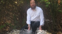 הרב בלוי, דקות לפני שטבע למוות - הקמת מצבה לאברך שטבע: גמל חסד בגופו