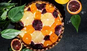כך מרשימים אורחים: עוגת שכבות של בצק פריך, קצפת ופירות הדר