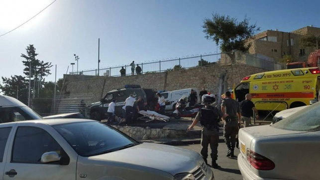 """3 שוטרים נפצעו מירי ובקת""""ב בארמון הנציב"""