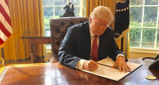 טראמפ חידש את איסור הכניסה מ-8 מדינות