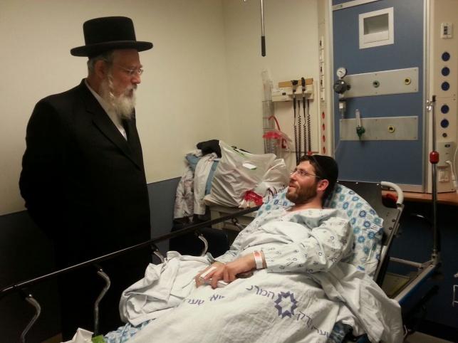 ביקור חולים אצל פצוע הפיגוע בי-ם