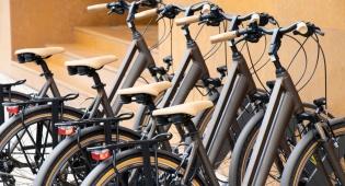 מותר להניח אופניים בכניסה לבניין משותף?