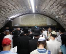 תיעוד: אלפי מתפללים על ציון שמואל הנביא