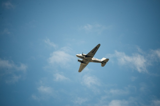 טסים מסביב לעולם עם הילדים. אילוסטרציה