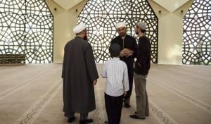 אילוסטרציה - פיגוע נקמה: ניסה לדרוס מוסלמים ליד מסגד