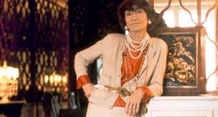 """קוקו שאנל - קוקו שאנל: """"אשת החיל"""" של עולם האופנה"""