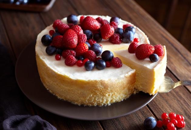 עוגת גבינה במילוי חלווה ושוקולד צ'יפס