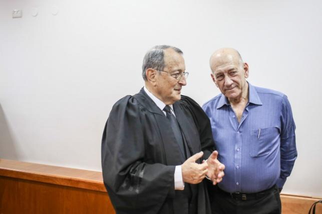 אולמרט וזהר בבית המשפט