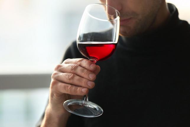 הרחת יין טובה לבריאות המוח, על פי המדע