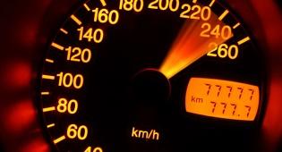 """נתפס נוהג ב-213 קמ""""ש - וזוכה"""