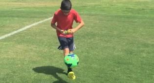 לפתור קוביה הונגרית תוך כדי הקפצת כדור