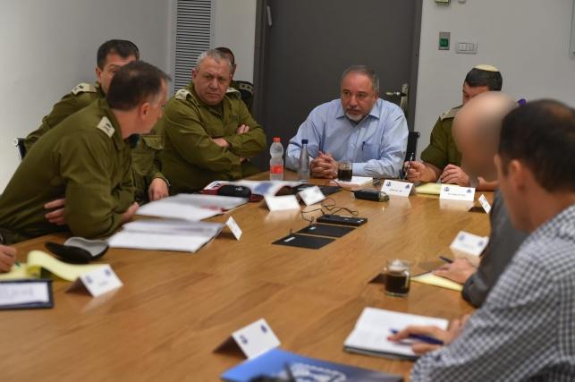 שר הביטחון ליברמן בהתייעצות ביטחונית, הבוקר