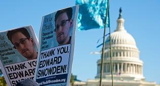 תמונותיו של סנאודן, חושף תכנית המעקב האמריקנית