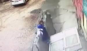 מבהיל: האדמה פערה את פיה ושתי הנשים נבלעו