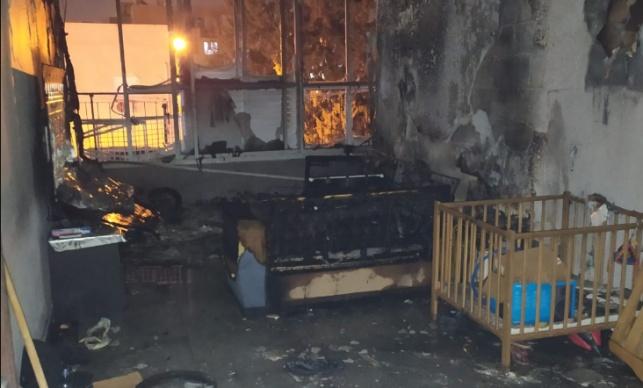 סוללה התפוצצה; ילדים שישנו חולצו מהאש