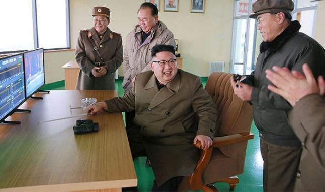 """קים ג'ונג און - """"נכה את ארצות הברית ואת הבובות שלה"""""""