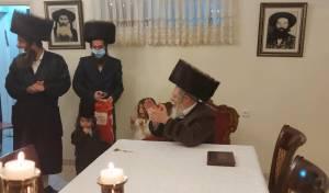 הרבי מפרמישלאן ערך 'חלאקה' לנכדו הקטן