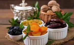 פירות יבשים ממתיקים את מנת הבשר - מתכון לרצועות הודו ופירות יבשים - עיקרית בריאה