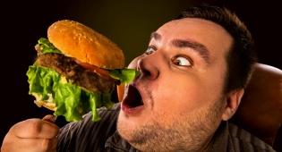 האיש שכבר 46 שנה אוכל המבורגר בכל יום