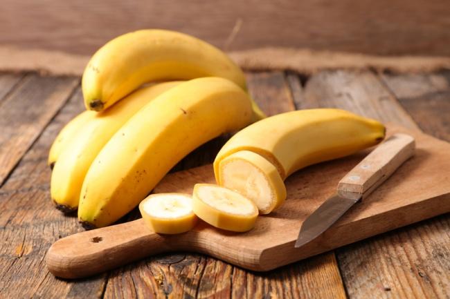 מה עושים עם החוטים המוזרים שבתוך הבננה?