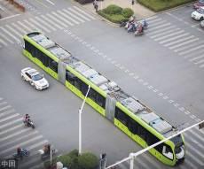רכבת ללא מסילה או אוטובוס עם קרונות?