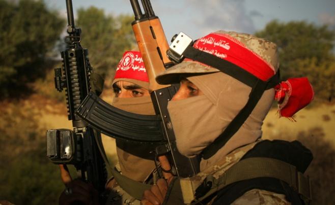 צפו בתמונות: חמושים פלסטינים מתרגלים מלחמה