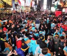אלפי בני נוער חגגו בטיימס סקוור • צפו