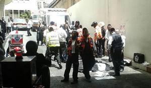 אילוסטרציה - בני ברק: ילדה נפלה בין קומות הבנין ונפצעה