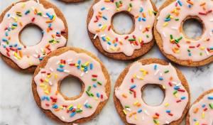 עוגיות בצורת דונאטס בזיגוג מתוק