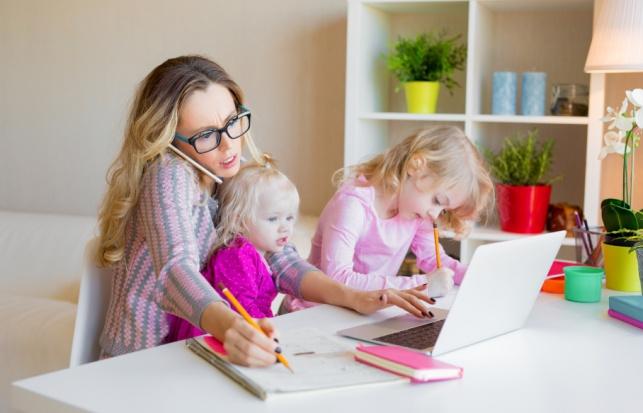 למה אמהות מתבלבלות בין שמות ילדיהן?
