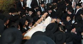 """מסע הלוויה - המונים בהלווית הגאון רבי ראובן שראבני ז""""ל"""