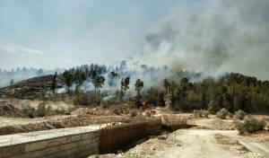 שריפת ענק משתוללת סמוך למודיעין עילית