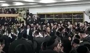 ריקודים במוצאי שמחת תורה