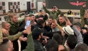 """צפו: הזמר החרדי הרקיד את חיילי צה""""ל"""