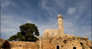 סיור סליחות בציון קבר שמואל הנביא - ערב פיוטים וסליחות בקברו של שמואל הנביא
