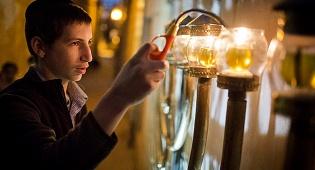 שבת חנוכה: מה קודם - נרות שבת או חנוכייה?