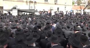 """מסע הלוויה בהיכל הישיבה - שידור חוזר • הלווית הגרש""""י בורנשטיין זצ""""ל"""