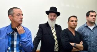 הרב מצגר בבית המשפט. ארכיון - הרב יונה מצגר הודה והורשע בקבלת שוחד