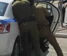 השתלטו על התוקפים הקיצונים באמצע הרחוב - המארב: השוטר התחפש לחייל חרדי - תוקפיו נעצרו. צפו