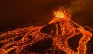 מרהיב: מיקי שפיצר צילם הר געש - מקרוב