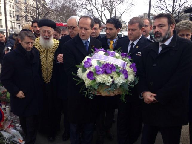 """פריז: ניר ברקת ביקר ב""""היפר כשר"""""""