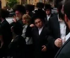 היהודים מתגודדים
