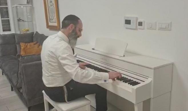 משה דוויק נדבק; הקלידן הקדיש לו שיר • צפו