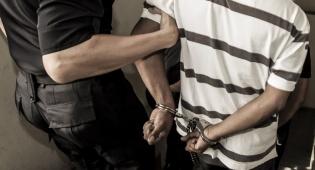 גנבים פרצו לסניף רשת מזון ונתפסו 'על חם'