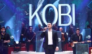 """צפו: קובי ברומר במופע סוחף ואנרגטי על במת """"קיץ חי"""" כפי שמעולם לא ראיתם"""