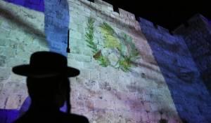 על חומות ירושלים: גם דגל גואטמלה • תיעוד