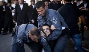 """ההפגנות בירושלים - מח""""ש בודקת את סרטוני השוטרים האלימים"""