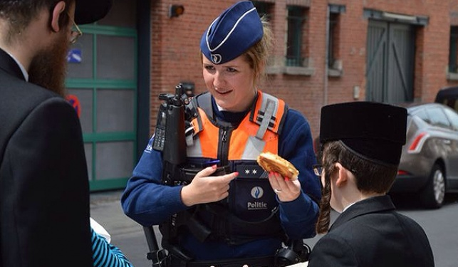 ילדי אנטוורפן הפתיעו את השוטרים